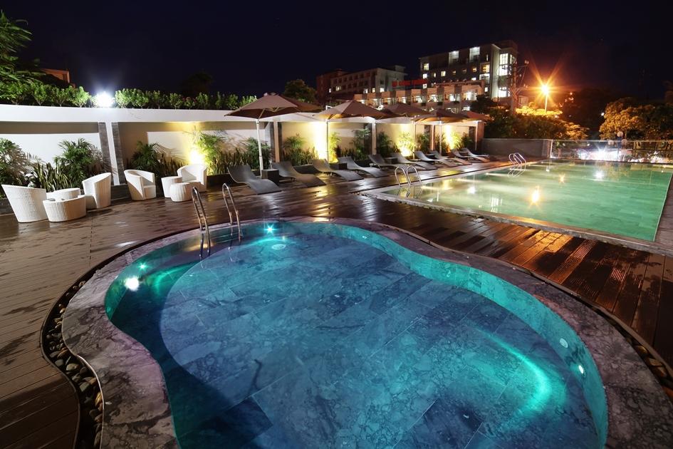 Bể bơi Khách sạn DragonSea Sầm Sơn